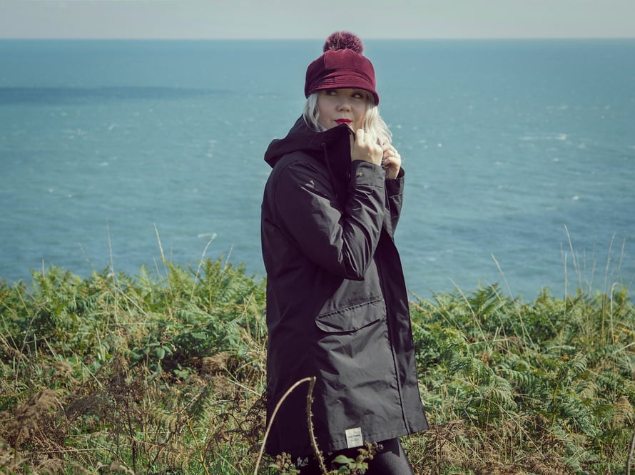 Bloggaaja Nelliina Tretornin Rain Jacket from the Sea -takissa.