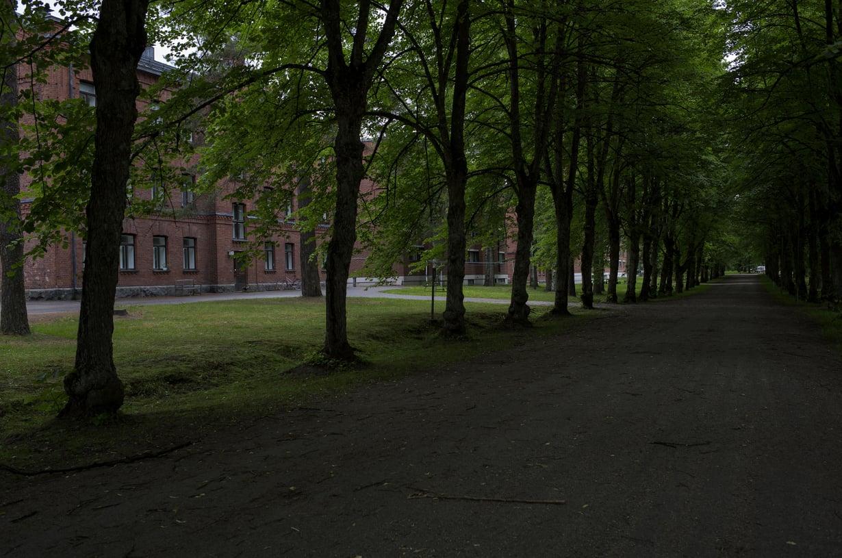 Hennalan rakennukset muistuttavat sisällissodan vaietuista tapahtumista.