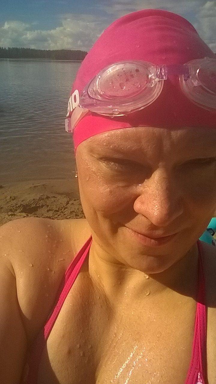 Sarri Sipilä on aina pitänyt uimisesta, mutta tekniikkakurssille hän meni vasta aikuisena.