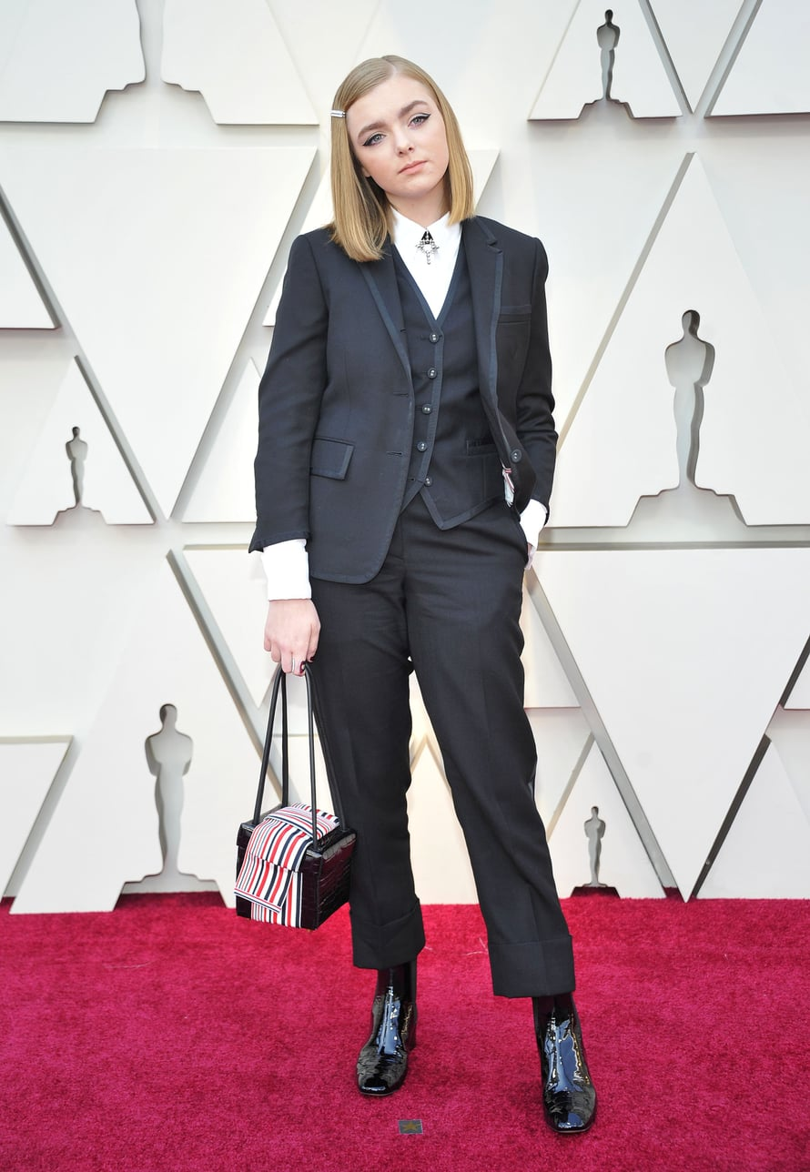 Näyttelijä Elsie Fisher juhli Thom Brownen puvussa.