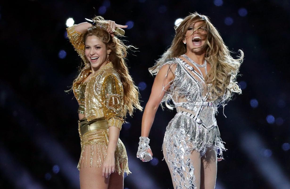 Shakira ja Jennifer Lopez tarjoilivat Super Bowlin väliajalla hengästyttävän show'n.