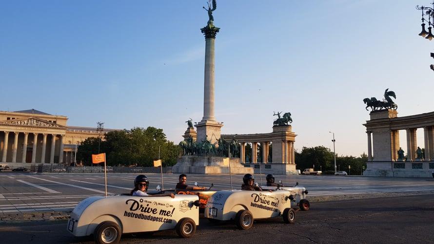 Hot rod -auton ratissa näet kaupungin päänähtävyydet parissa tunnissa.