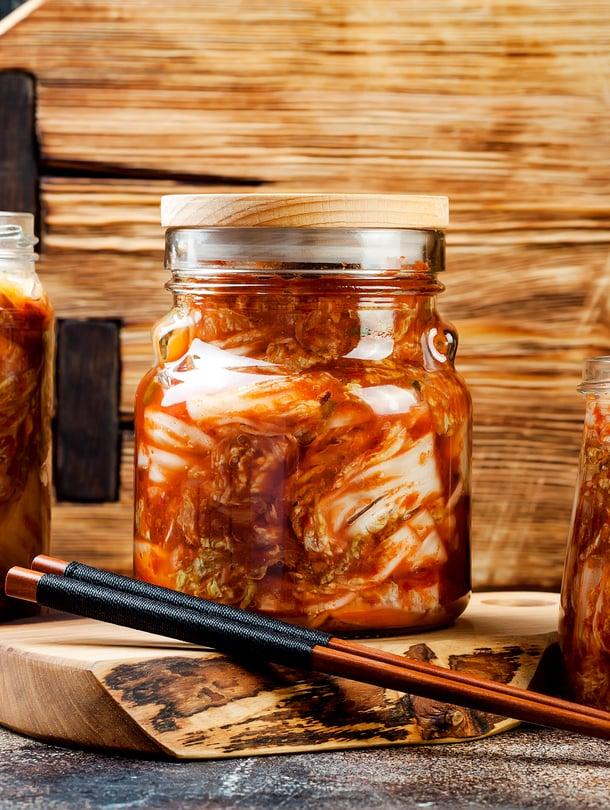 Korealainen kimchi valmistetaan kiinankaalista tai muista kasviksista hapattamalla.
