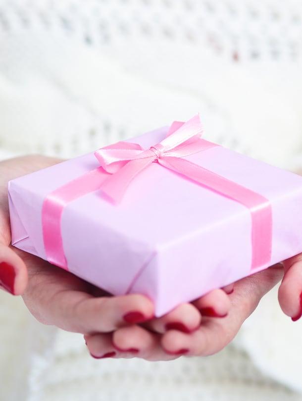 Ihanaa juhlat! Mutta paljonkohan sen lahjan pitäisi maksaa?