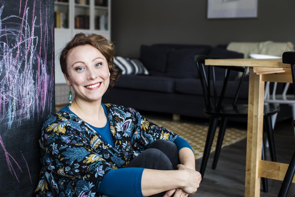 Äitini on opettanut, että koti on yhteinen työmaa, Anni Alatalo kirjoittaa.