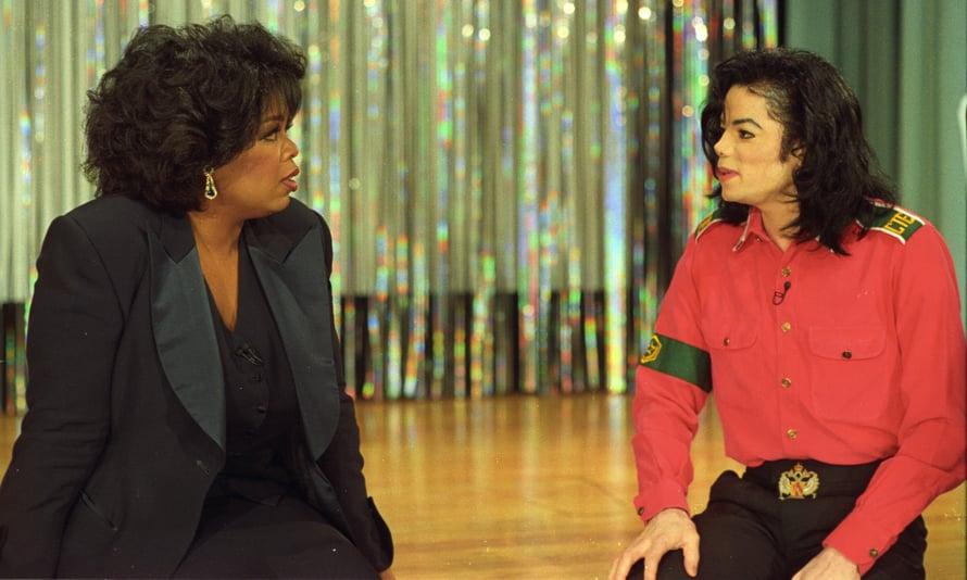 90-luvun alussa Oprah kutsui Jacksonia ystäväkseen. Myöhemmin Oprah muutti mielipidettään ja kertoi uskovansa poikia, jotka ovat syyttäneet Jacksonia hyväksikäytöstä. Kuva: Reuters