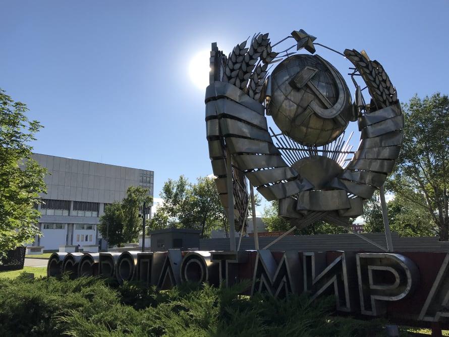 Novaja Tretjakovka -taidemuseon kupeessa on puisto, jonne on raijattu käytöstä poistettuja neuvostopatsaita.