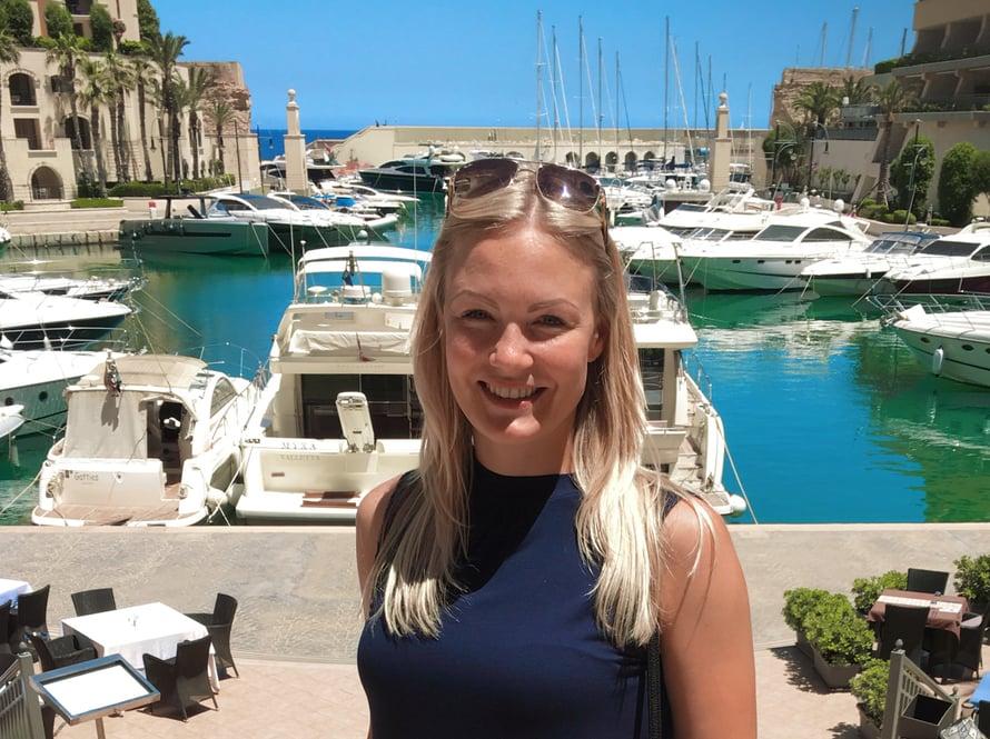 Marke nauttii elostaan Maltan lämmössä ja kirkkaudessa. Vuodessa on yli 300 aurinkoista päivää.