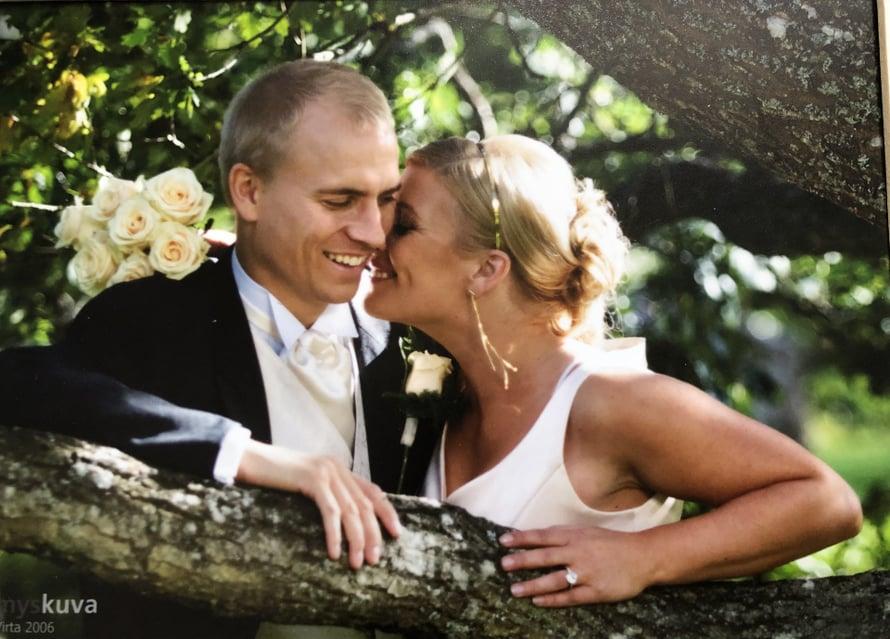 Kirsi Alm ja Kalle Siira menivät naimisiin Porissa vuonna 2006. Kuva: Kirsin kotialbumi.