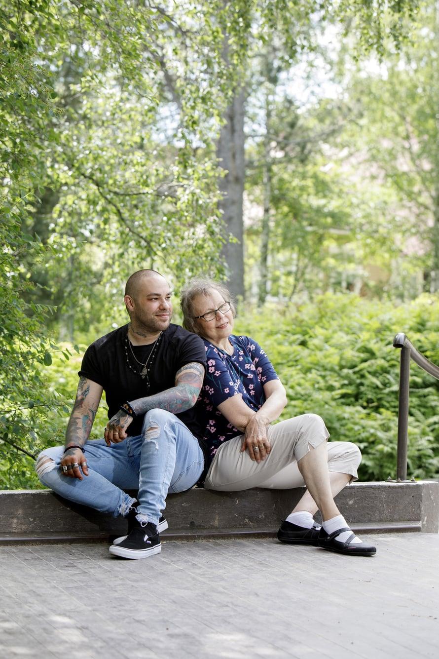 Kun sukupuoli oli virallisesti korjattu vuonna 2007, hän sanoi vanhemmilleen, että he saavat päättää hänen nimensä. Sitä mahdollisuutta adoptiovanhemmilla ei koskaan ollut ollut.