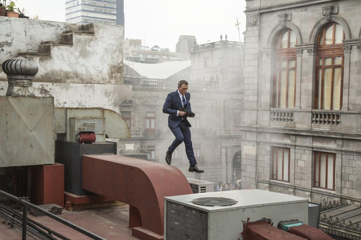 Unien takaa-ajot ovat usein kuin toimintaelokuvista. Myös uusimmassa James Bond -leffassa Spectressä nähdään näyttäviä takaa-ajokohtauksia. Kuva: Francois Duhamel / Metro-Goldwyn-Mayer Studios, Danjaq, LLC ja Columbia Pictures Industries