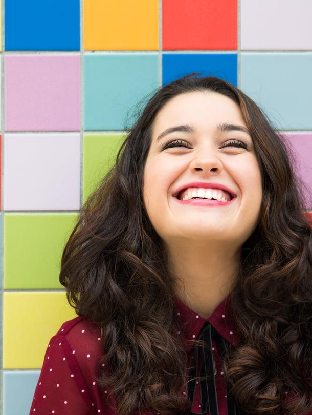 """Tämä nainen on oivaltanut elämästä jotakin olennaista. Kuva: <span class=""""photographer"""">Shutterstock.</span>"""