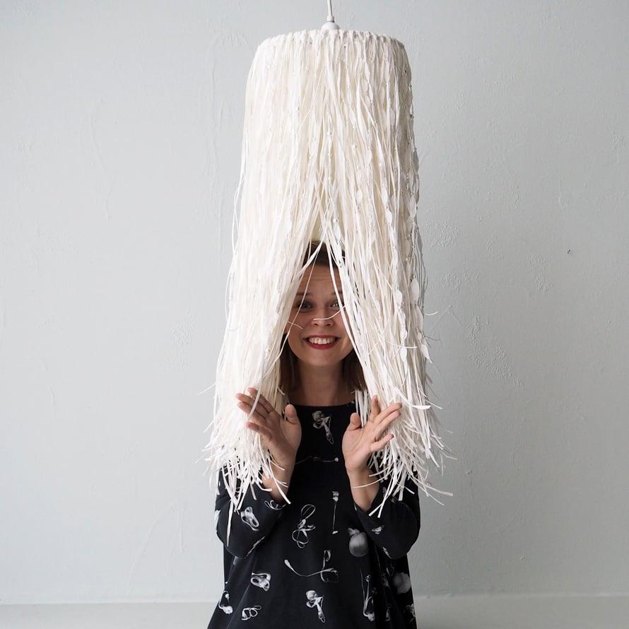 Myös täydellinen huonon hiuspäivän asuste on löytynyt! Se sopii kuin lamppu päähän. Mekko löytyi lastenvaatevalmistaja Vimman valikoimista.