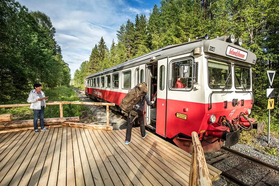 """Inlandsbanan eli """"sisämaan rata"""" kulkee Pohjois-Ruotsin keskiosan läpi."""