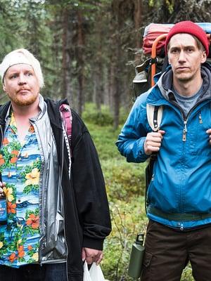 """Kämäräinen (Santtu Karvonen) ja Janne (Jussi Vatanen) seikkailevat vain Napapiirillä, mutta on niitä muitakin kohteita, joissa Suomessa kannattaa käydä. Kuva: <span class=""""photographer"""">Yellow Film / Mikko Rasila</span>"""