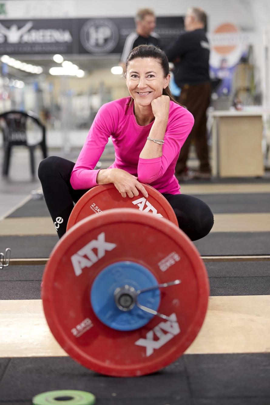 Kirsi Paakkari aloittaa päivän usein seitsemältä treenaamalla.