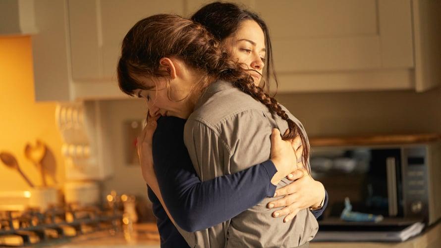 Joskus anoppi voi tuntua läheisemmältä kuin oma äiti. Näin käy Mariannen ja Connellin äidin, Lorrainen (Sarah Greene), suhteessa.