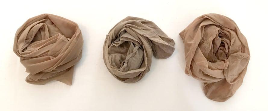Lidlin, Pirkan ja Housen sukkahousuja löytyy ruokakauppojen hyllyiltä.