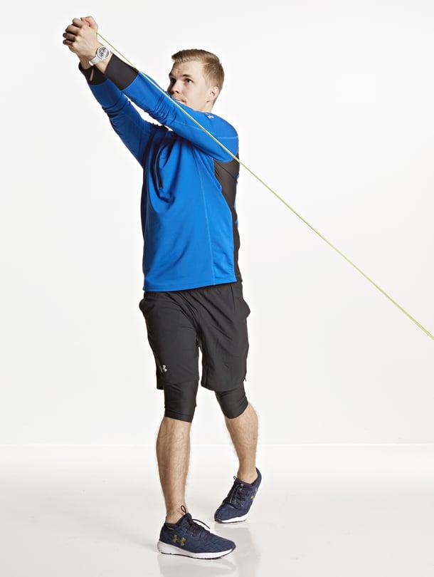 Ylös jumppamatolta! Kroppa on liikkuessa yleensä pystyasennossa, joten vatsojakin kannattaa treenata seisten. Kuvat: Ninna Lindström