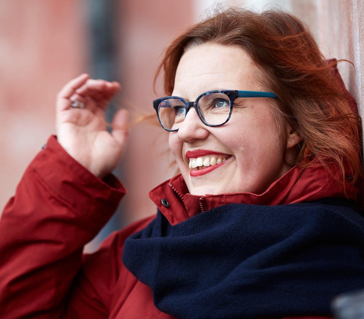 Opiskellessaan seksuaaliterapeutiksi Anu Kinnunen, sinkku itsekin, päätti alkaa pitää parisuhteettomien puolta. Kuva Juha Salminen