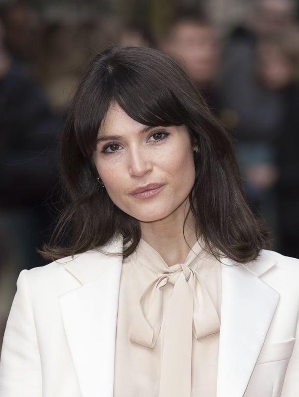 """Gemma näytteli vuoden 2008 Bondissa Quantum of Solace. """"Olin nuori ja opintolaina oli maksettava. Myöhemmin ymmärsin, miten paljon sen naiskuvassa on pielessä"""", hän on sanonut."""
