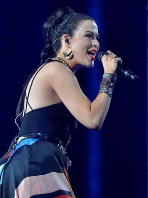 Etelä-Karjalassa asuva Jenni Vartiainen (oik.) on hyötynyt tunnetusta nimestään. Se on laulaja Jenni Vartiaisen ansiota.