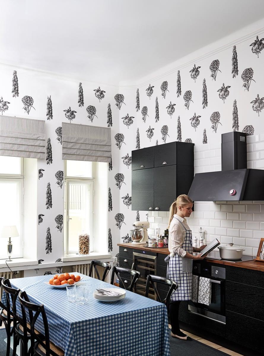 Susannan keittiössä on Gastón y Danielan suurikuvioista tapettia.