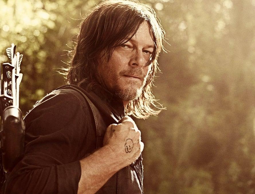Daryl listinee taas varsijousella muutaman zombin.