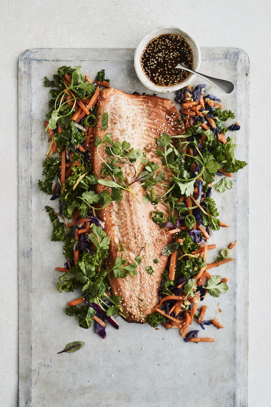 Tarjoa kala kasvisten kanssa, joiden joukkoon olet friteerannut inkivääriä. Leikkaa inkivääri ohuiksi suikaleiksi, friteeraa öljyssä ja mausta suolalla.