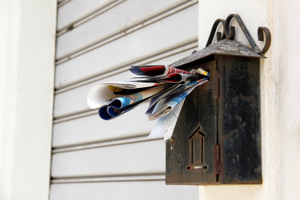 Pelottaako postilaatikolla käynti? Maksuhuomautukset ja useat pienet osamaksut voivat kieliä ylivelkaantumisesta. Kuva: Shutterstock