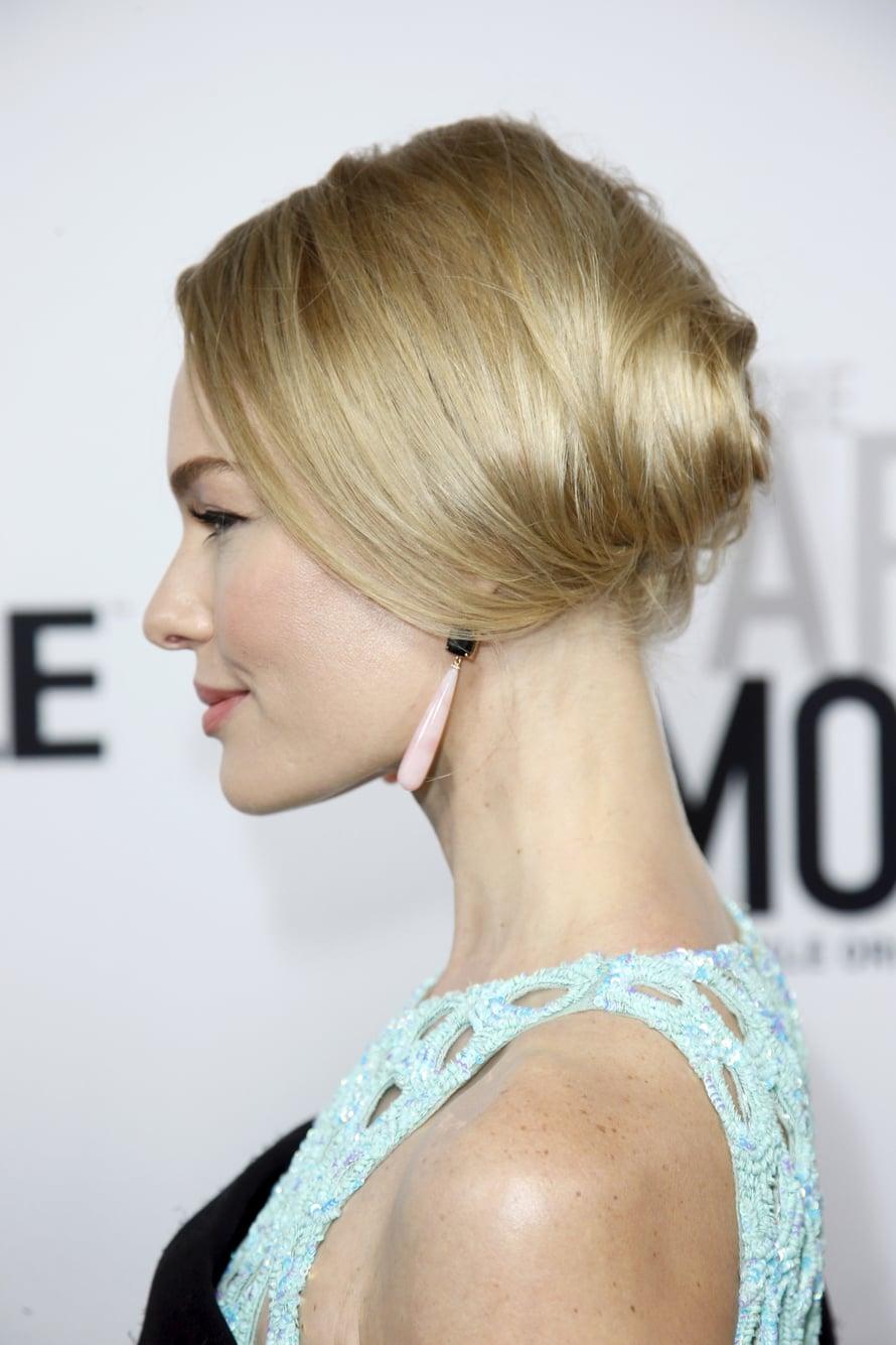 Näyttelijä Kate Bosworthin hieman lämpimämpi mutta hyvin vaalea blondi imartelee päivettynyttä ihoa.