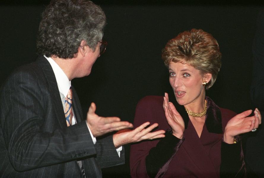 Nyt on sähäkkää! Diana hukkasi hetkeksi sivujakauksensa, kun lyhyt hiusmalli pörrötettiin kokonaan pystyyn.