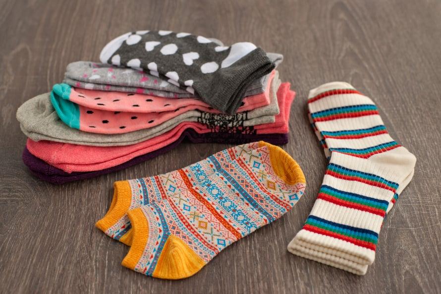 Helppo tapa ratkaista parittomien sukkien ongelma, on hankkia keskenään erilaisia sukkia. Tapa ei tosin toimi, jos rakastat mustia sukkia.
