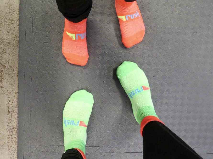 Hyppimistä varten pitää ostaa siihen soveltuvat sukat, jotka saa viedä kotiin.