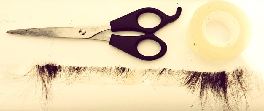 Eniten hiuksia lähti juurikin otsiksen reunoista, jotka haluan myös leikata suoriksi.