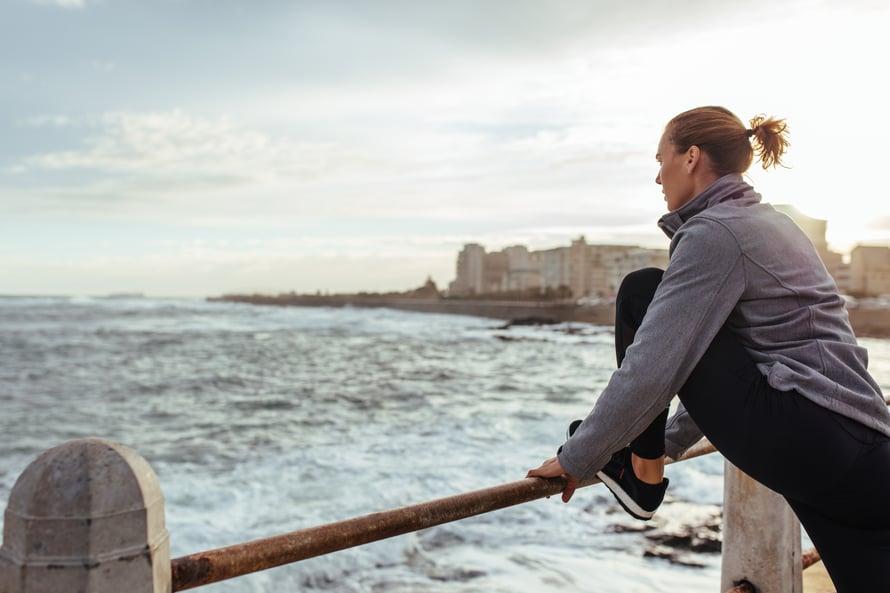 """Lenkkeilyyn on hyvä yhdistää myös lihaskuntotreeniä. Kuva: <span class=""""photographer"""">Shutterstock</span>"""