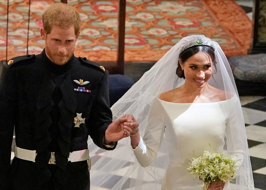 Kirkossa Meghanin nuttura oli melko alhaalla niskassa, koska myös huntu ja tiara piti saada kiinnitettyä hänen päähänsä. Kuva: Reuters
