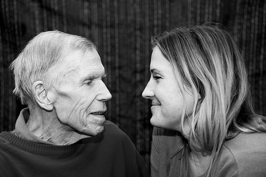 """Emilia toivoisi, että vanhusten hyvinvointi olisi enemmän esillä. """"Liikaa puhutaan siitä, miten minimoida kustannukset"""", hän sanoo. Kuva: Elise Kokkonen"""