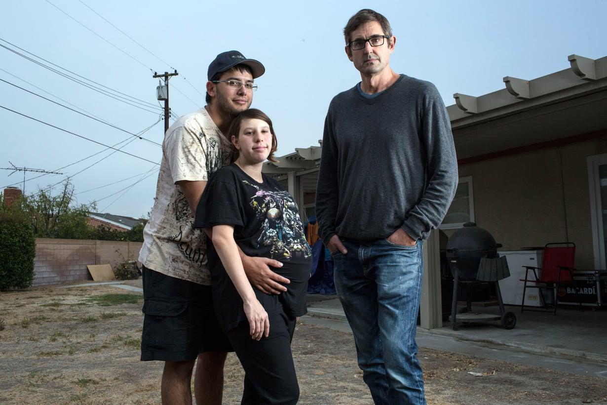 Louis tapaa Brandonin ja Jessican, jotka aikovat antaa lapsensa adoptioon. Kuva: Freddie Claire/Yle
