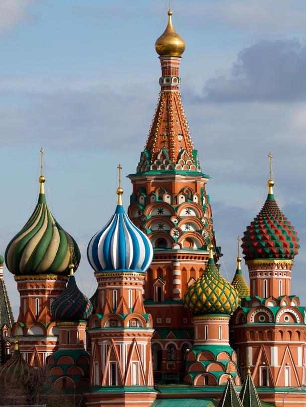 Yli 400-vuotias Pyhän Vasilin katedraali on Moskovan tunnetuimpia symboleja. Neuvostoaikana se aiottiin purkaa Punaisen torin panssariparaatien tieltä, mutta viime hetkellä suunnitelmia muutettiin.