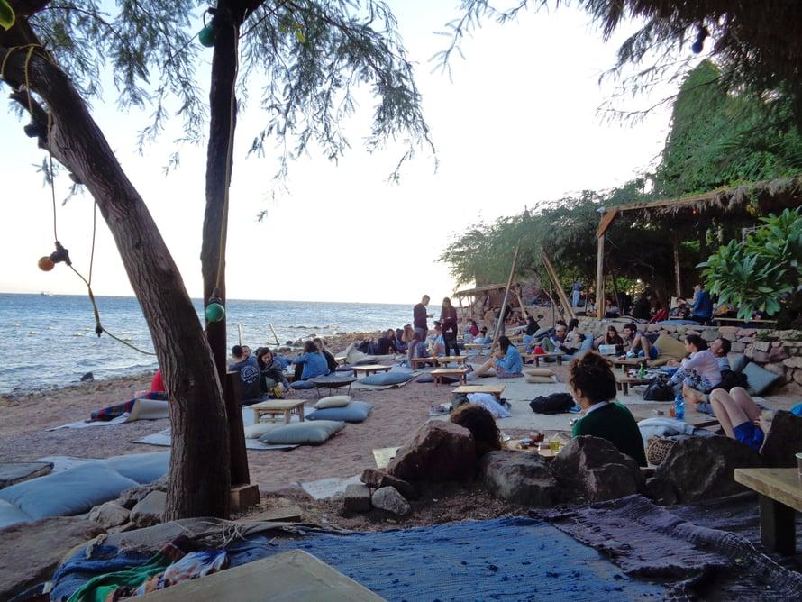 Mosh Beach on rannoista letkein. Täällä viihdytään aamusta iltaan asti. Kuva: Oona Ståhlström