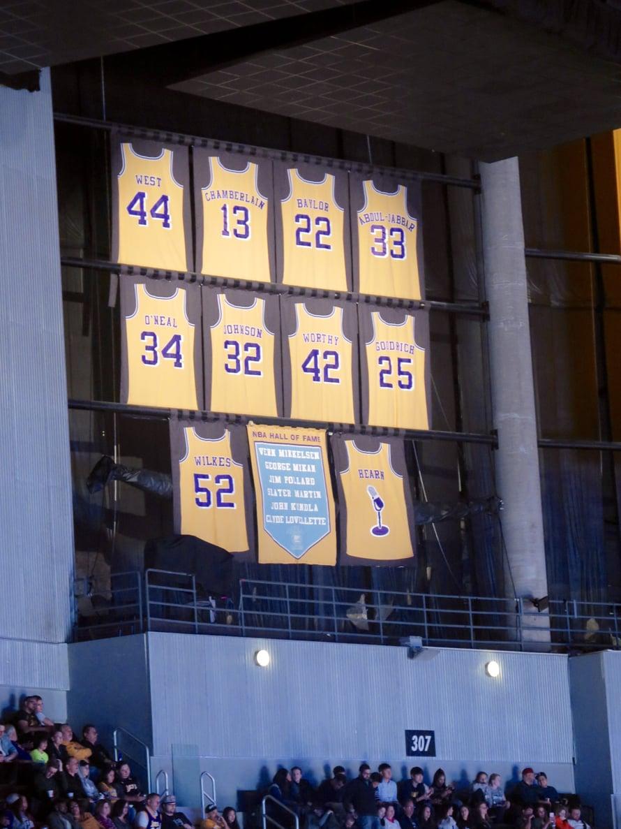 Vuonna 2014 Kobe Bryantin pelinumerot 8 ja 24 eivät luonnollisesti olleet hallin katossa.