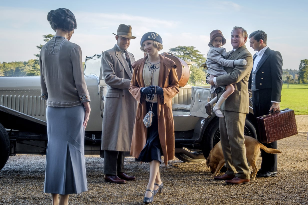 Edith Crawley (Laura Carmichael) palaa perheensä kanssa sukukartanoon pian ensi-iltansa saavassa Downton Abbey -elokuvassa. Kuva: Jaap Buitendijk / Focus Features