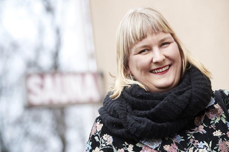 Vuodet stand up -koomikkona ovat kasvattaneet Eeva Vekin pokkaa. Kuva: Juha Salminen