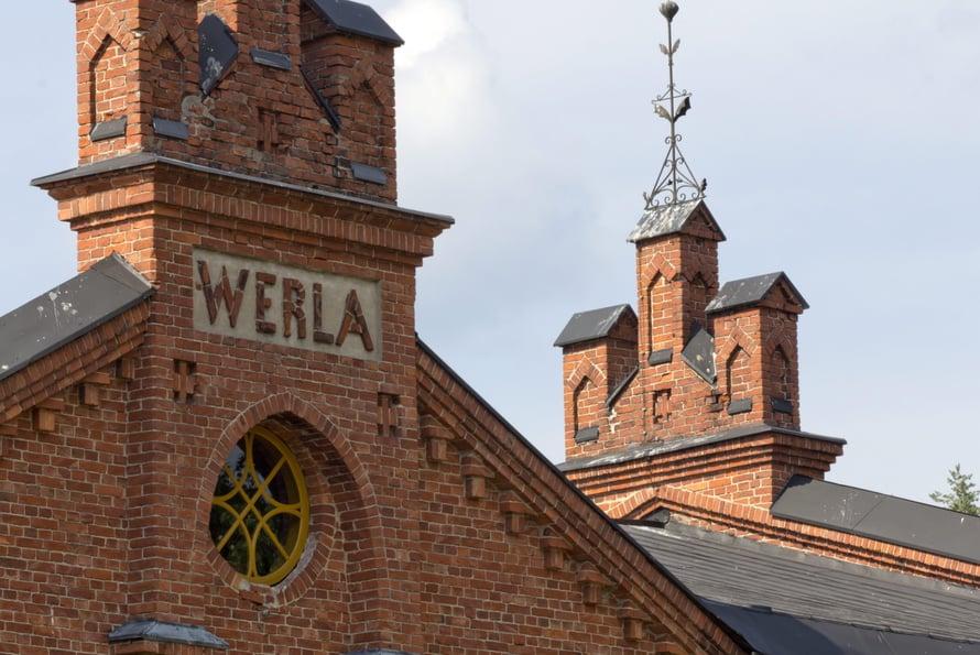 Verlan punatiiliset tehdasrakennukset ovat näkemisen arvoisia.