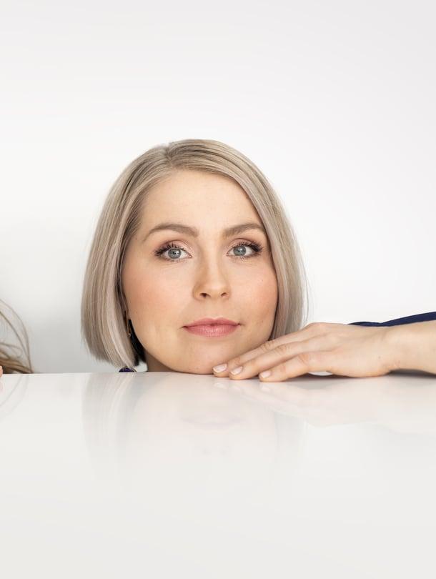 Tuottajan töitä viime vuosina tehnyt Essi Hellén nähdään pitkästä aikaa näyttelijänä, kun suosittu Ex-onnelliset jatkuu uusilla jaksoilla.