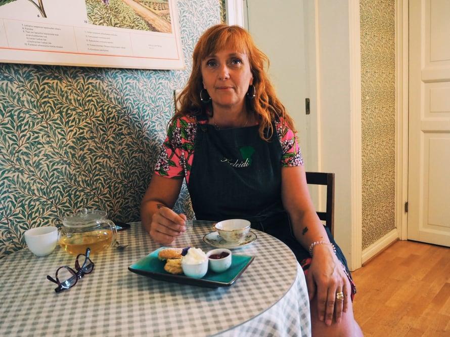Skonsseja ja teetä. Ne ovat Teeleidi-yrittäjä Anne Savelankin suosikkeja.