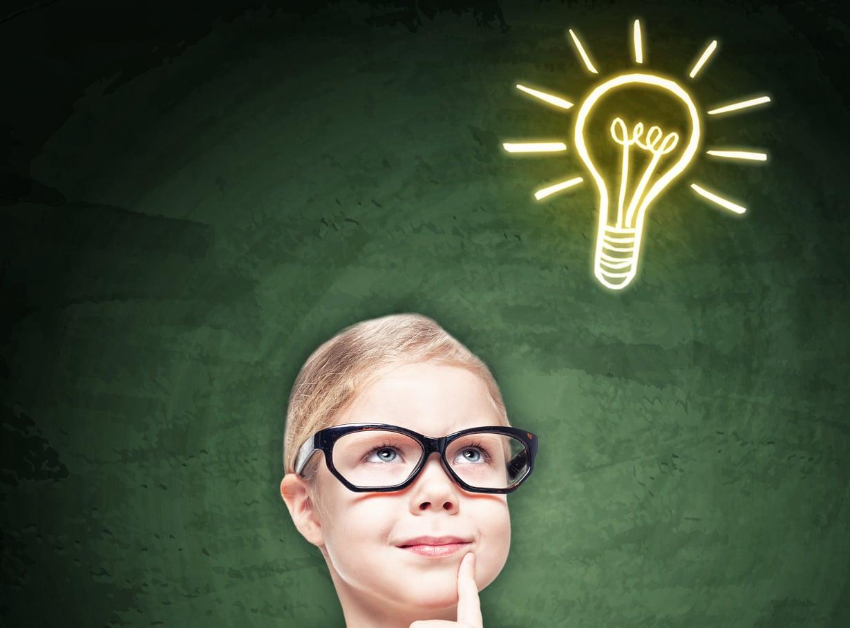 Sitä ollaan siinä niin fiksuna esikoisena, että! Kuva: Shutterstock