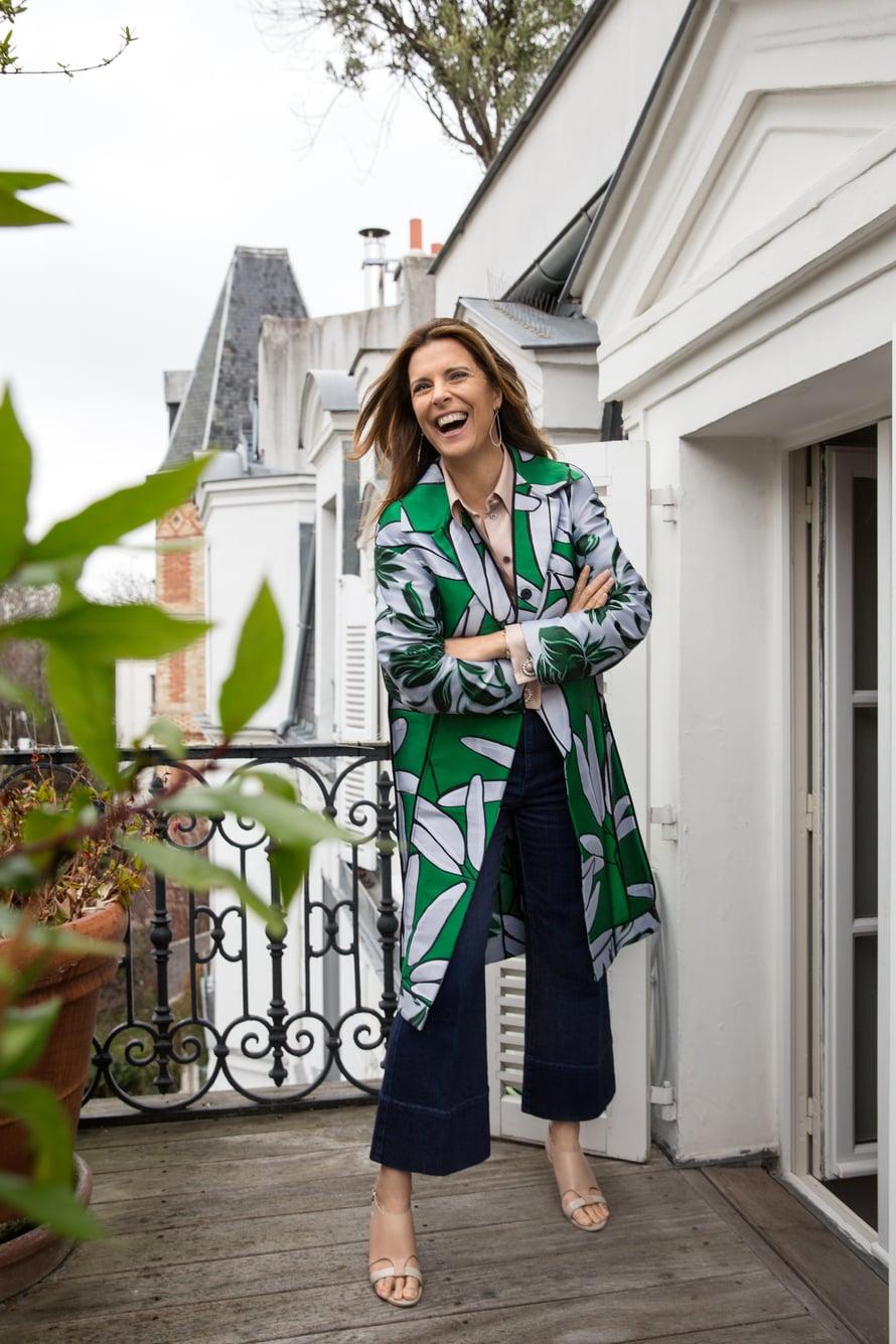 Marnin kuviotakkia Tara käyttää usein. Työpäivään sopivassa asussa on Louis Vuittonin paitapusero, Stella McCartneyn farkut ja Givenchyn sandaletit.