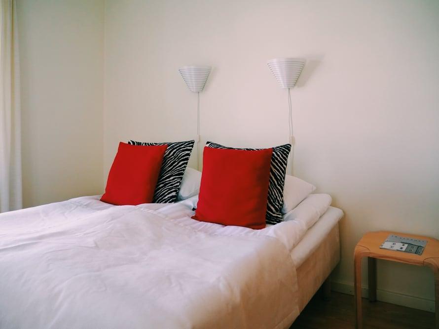 Aalto-huone on täynnä suomalaista designia.